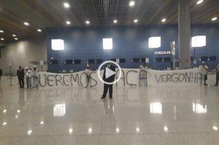 Previo al viaje a Santa Fe, el plantel de Atlético Mineiro fue despedido con insultos