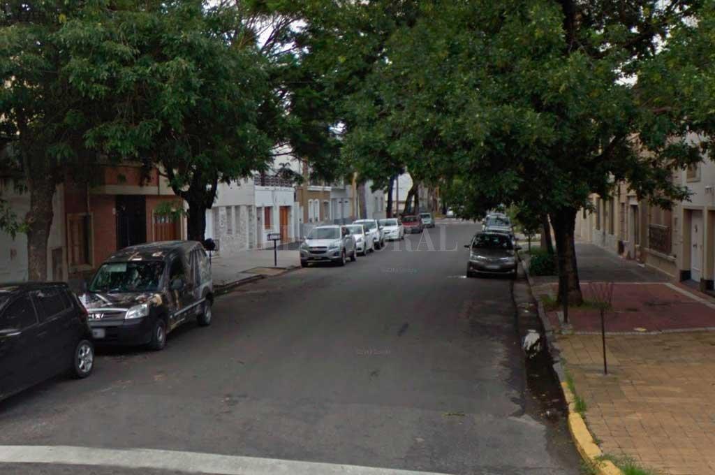 El hecho se produjo en el corazón de barrio Candioti, a metros de bulevar a y  una cuadra de la Seccional 3era. <strong>Foto:</strong> Captura de Pantalla - Google Street View
