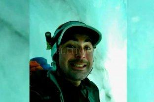 Un alpinista sobrevivió a una aterradora caída en el hielo y luego se tomó una selfie