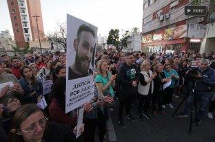 Multitudinaria marcha frente al comercio de Julio Cabal para pedir justicia