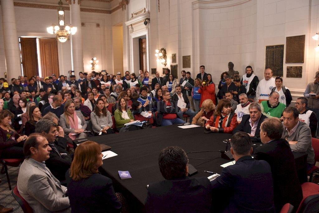 Legisladores escucharon muchas posturas sobre la ley de ART aunque hubo fuerte presencia gremial en la audiencia. Crédito: Flavio Raina