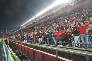 Arde el Cementerio: Solo quedan populares Sur para ver Colón vs Mineiro -  -