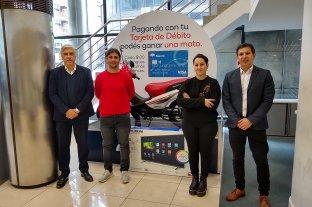 Banco Macro entregó los premios del primer sorteo de su campaña de consumo con tarjeta de débito. -  -