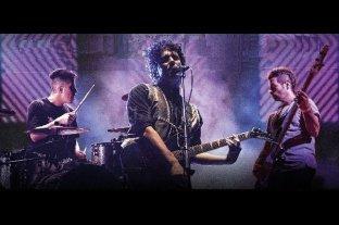 """Sobredosis de Soda: """"Un viaje en el tiempo"""" - Albergoli al frente, escoltado por Ezequiel Pérez Casas (batería), Julio César Di Liscia (bajo y coros); a ellos se suma Rocco Aguado (teclados) como músico invitado. -"""