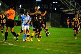 Fútbol femenino: Rosario Central goleó a Villa San Carlos