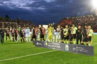El cuerpo en Lanús; la  mente y el alma en Brasil  - Como en la otra copa. La idea del equipo titular —a excepción del arquero— que pondrá Pablo Lavallén en el partido de la Superliga frente a Lanús en Guidi y Arias es la misma de la Copa Argentina en la cancha de Patronato frente a los tucumanos en la cancha de Patronato. Por ahora, todo lo que viene diagramando el cuerpo técnico sabalero le sale a la perfección en las tres competencias: Copa Argentina, Superliga y Copa Sudamericana.  -