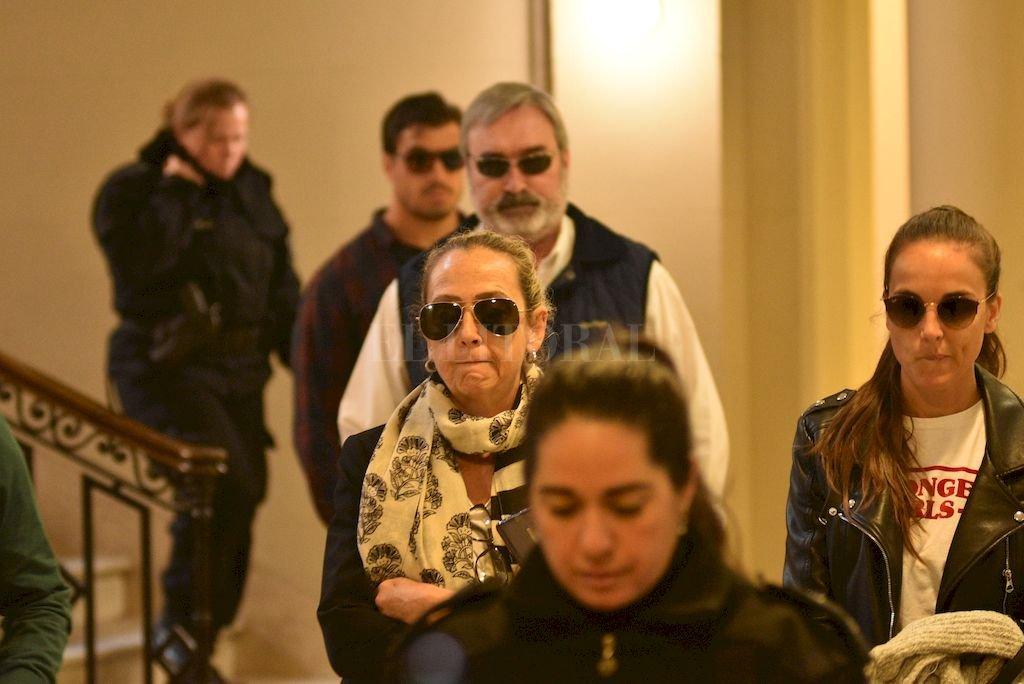 Imputaron al detenido por el homicidio de Julio Cabal - Los familiares de Julio Cabal llegando a la audiencia imputativa -