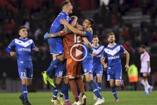 Vélez le ganó 2 a 1 a River en El Monumental