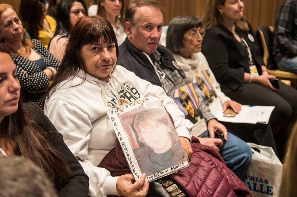 MEMORIA VIVA. Familiares de víctimas de accidentes de tránsito participaron de la jornada de debate, como una manera -dolorosa pero real- de recordar lo que está en juego. Crédito: Marcelo Manera