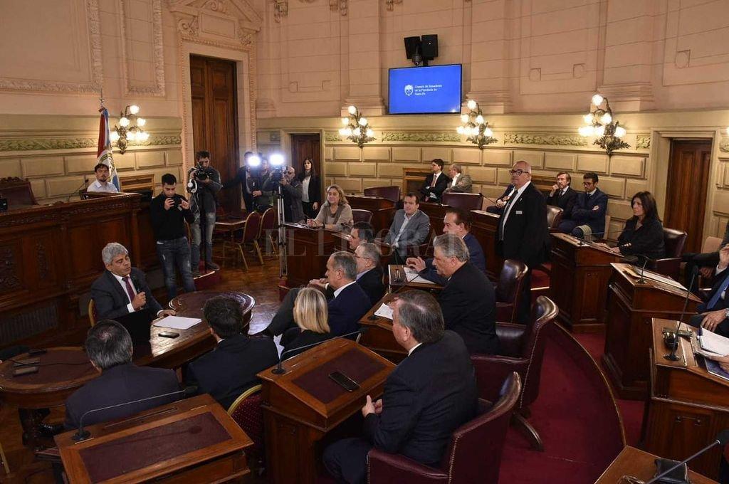 El fiscal general Jorge Baclini expone en la Cámara de Senadores.  Crédito: Guillermo Di Salvatore