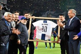 Maradona fue homenajeado en el Kempes en la previa de Talleres-Gimnasia