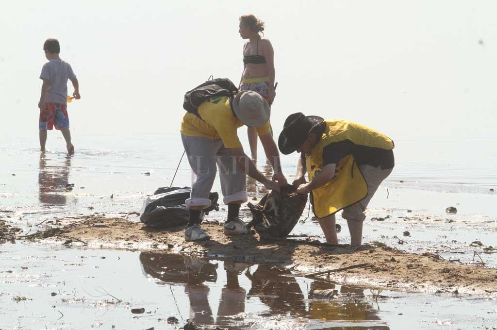 El sábado 28 habrá un jornada de limpieza con voluntarios, algo que ya se realizó en 2018. <strong>Foto:</strong> Archivo El Litoral / Guillermo Di Salvatore