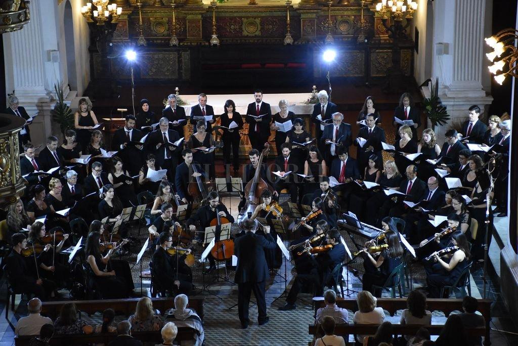 El orfeón se dividirá en diferentes formaciones para desplegar un repertorio de canciones tradicionales y clásicos. Crédito: Archivo El Litoral / Manuel Fabatía
