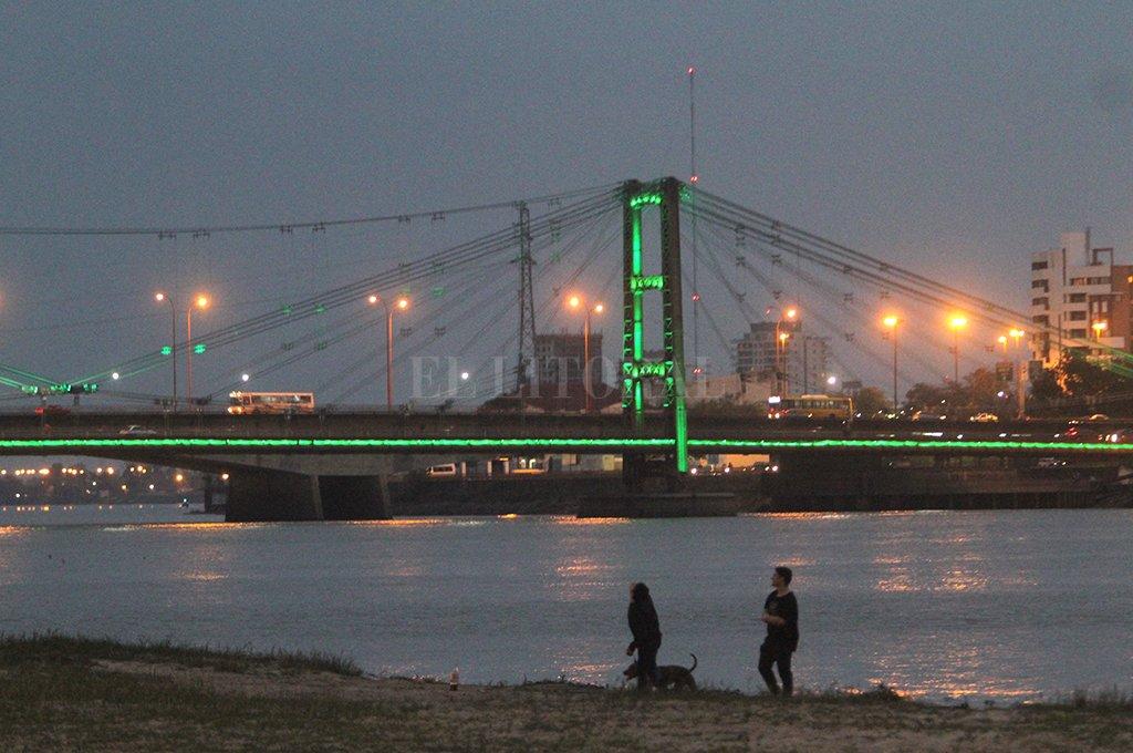 Más verde. El Puente Colgante será el punto de encuentro para reclamar por el cuidado del medio ambiente.  <strong>Foto:</strong> El Litoral.