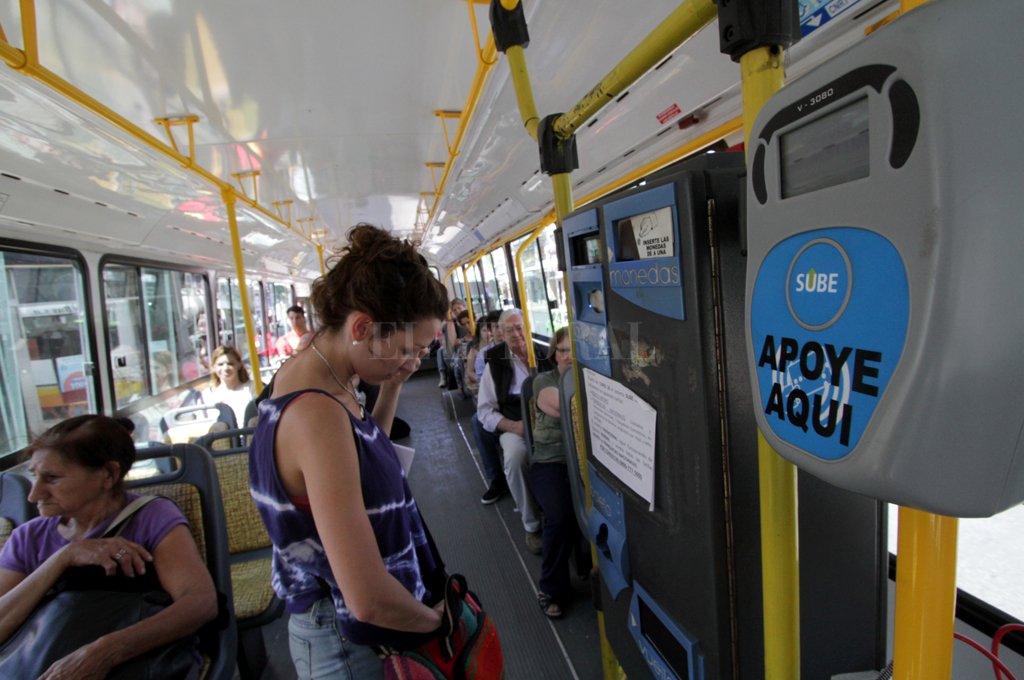 Tarifa. Desde enero pasado la ciudad mantiene el precio del boleto de colectivos urbanos, cuyo aumento es inminente. <strong>Foto:</strong> Mauricio Garín.