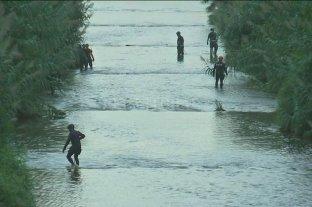 Tiró su bebé al río y se entregó a la policía