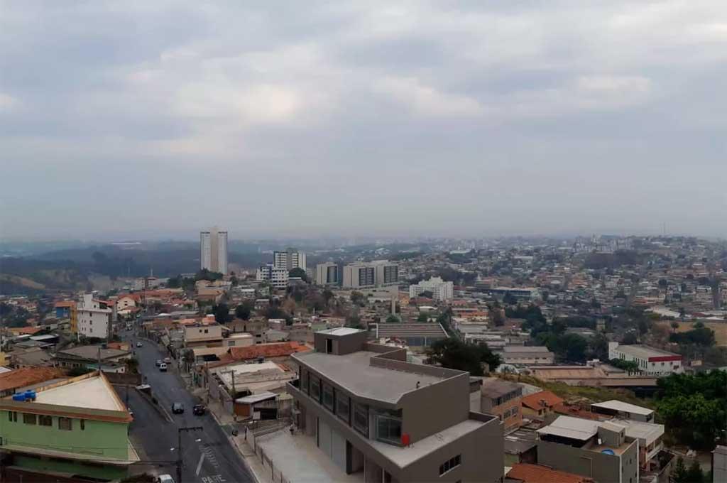La lluvia llegó a Belo Horizonte después de 112 días. Crédito: O Globo