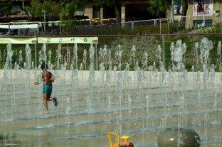 Barcelona: 71 personas enfermas por compartir una plaza húmeda contaminada
