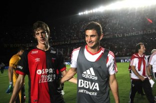 La alegría de Conti y Alario, tras la clasificación de Colón a la final de la Copa Sudamericana