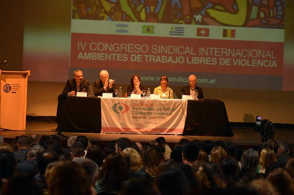 Frente a un auditorio colmado, hubo abordajes multidisciplinarios a cargo de especialistas, y también trabajo en comisiones. <strong>Foto:</strong> Guillermo Di Salvatore