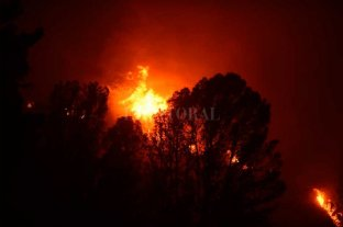 Quedan algunos focos de incendios en La Cumbre y el fuego avanza a Villa Giardino