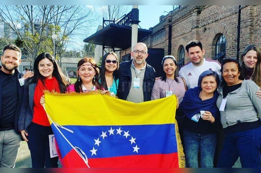 Hermandad. Venezolanos y argentinos unidos para que la integración sea posible.  <strong>Foto:</strong> Gentileza