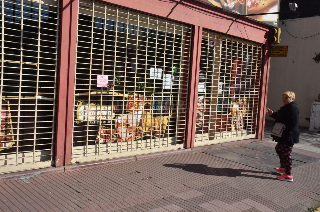 El frente del local comercial, ahora con llave en venta. Se venderá tal como la dejó mi hijo, aseguró Inés Masino. Crédito: Guillermo Di Salvatore