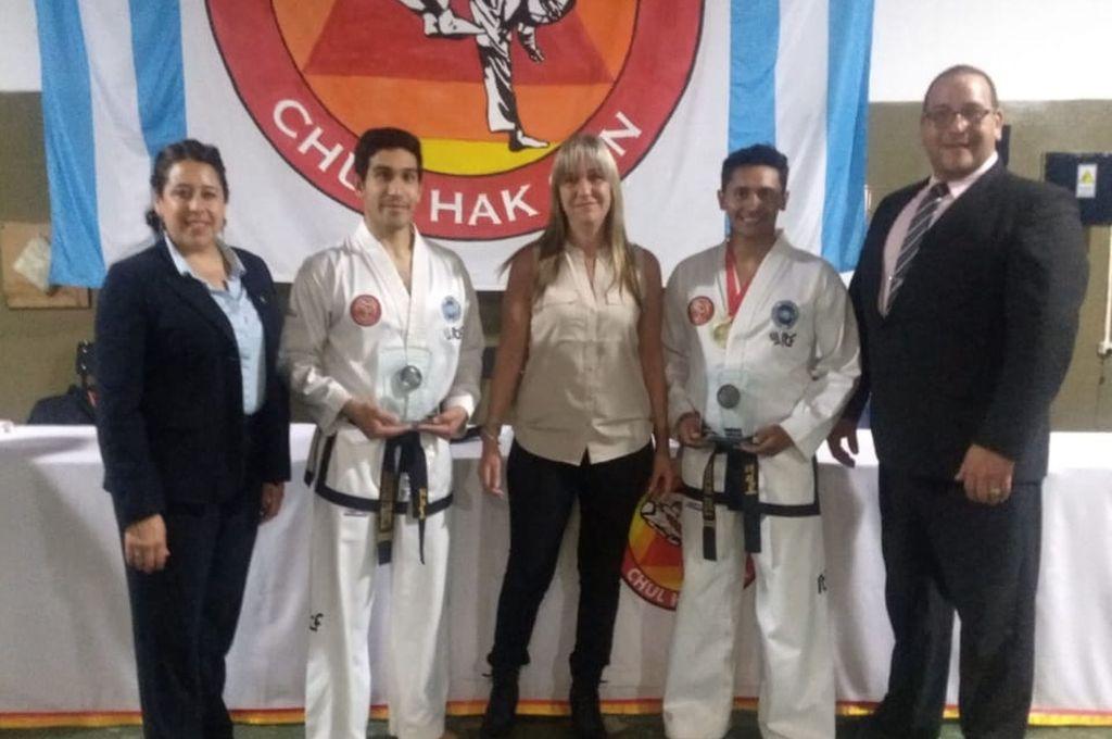 Éxito total. Organizadores y participantes del Primer Torneo Nacional de Taekwondo IFF CHUL HAK SAN, quienes se mostraron felices por el resultado positivo que tuvo el certamen. <strong>Foto:</strong> Gentileza CEC