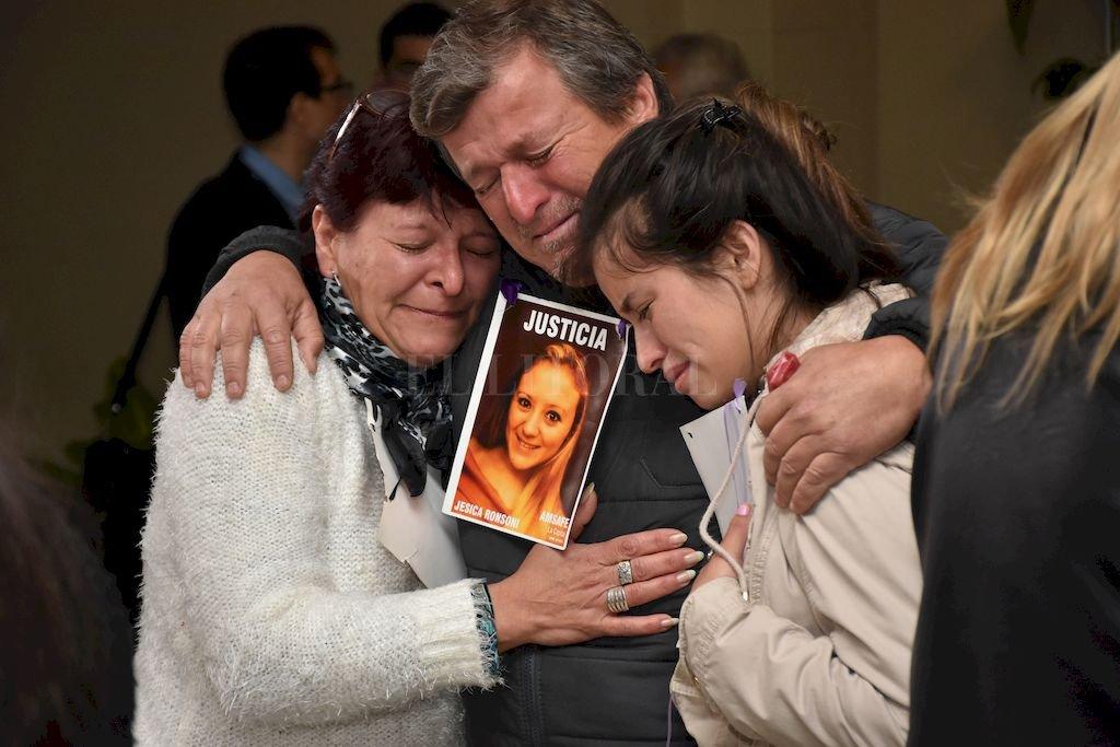 """""""Sentimos alivio, la parte penal se terminó pero lo otro no"""", dijo Hugo Ronsoni tras la condena. <strong>Foto:</strong> Flavio Raina"""
