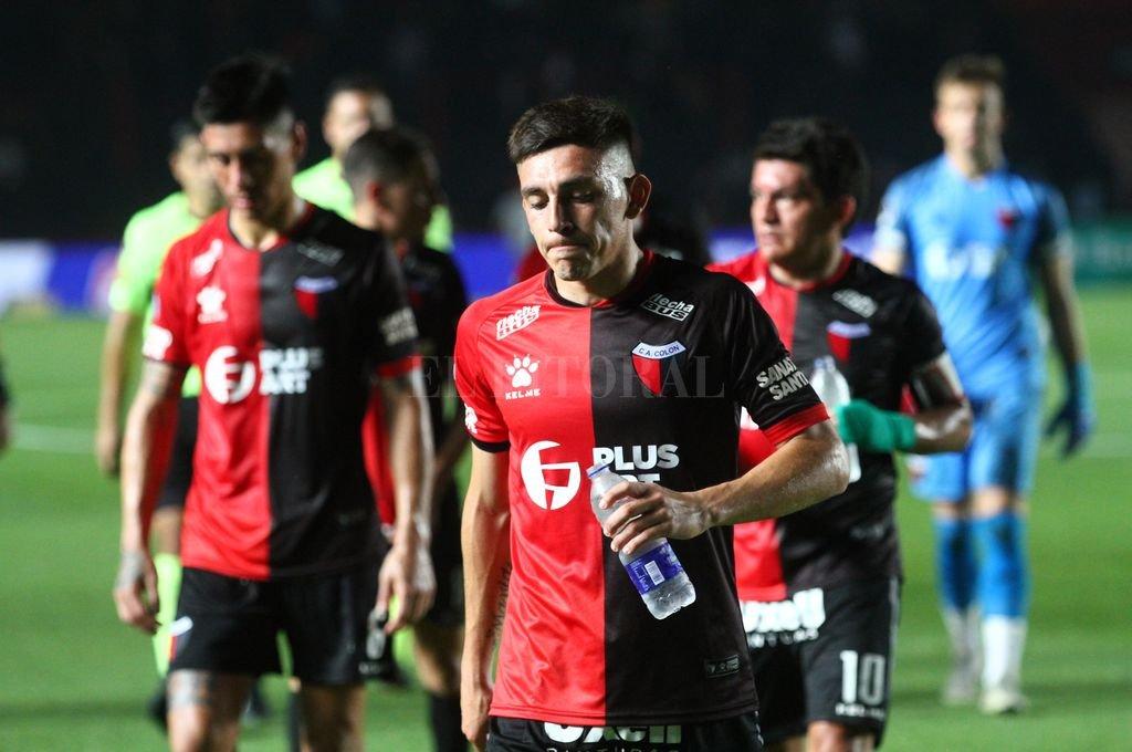 Gonzalo Escobar, un jugador que le está rindiendo a Lavallén y que ha logrado darle seguridad en la marca y proyección al equipo por izquierda. Crédito: Pablo Aguirre