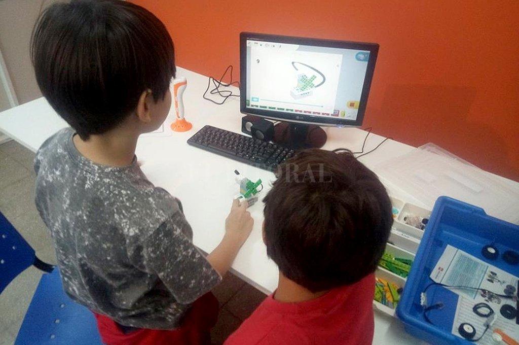 Desde los 4 años, los chicos pueden sumergirse en el mundo de la robótica y la programación. <strong>Foto:</strong> Gentileza.