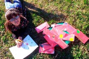 Alumnos crearon lápices aromáticos para una niña con disminución visual