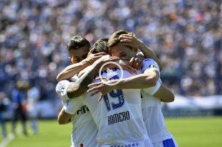 Vélez derrotó a Independiente y sigue prendido arriba