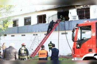 Un hombre y una mujer embarazada murieron al incendiarse su departamento