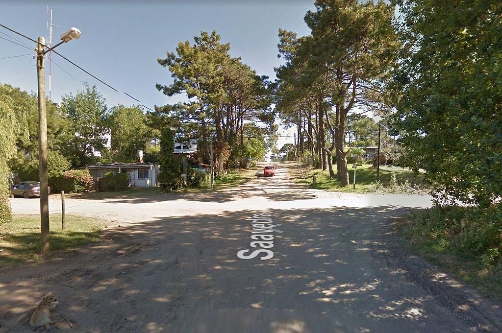 Intersección de las calles Saavedra y Mons, en la balnearia Ostende, donde fue divisado el puma. <strong>Foto:</strong> Captura digital - Google Maps Streetview