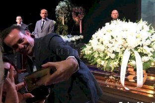 El espectacular funeral de José José en México