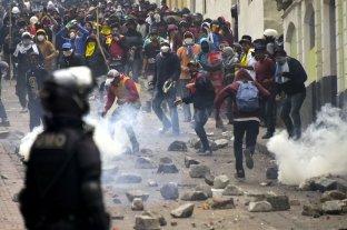 Miles de indígenas llegaron al centro militarizado de Quito entre gases y extrema tensión