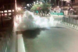 Dos detenidos tras arrojar un explosivo desde una moto