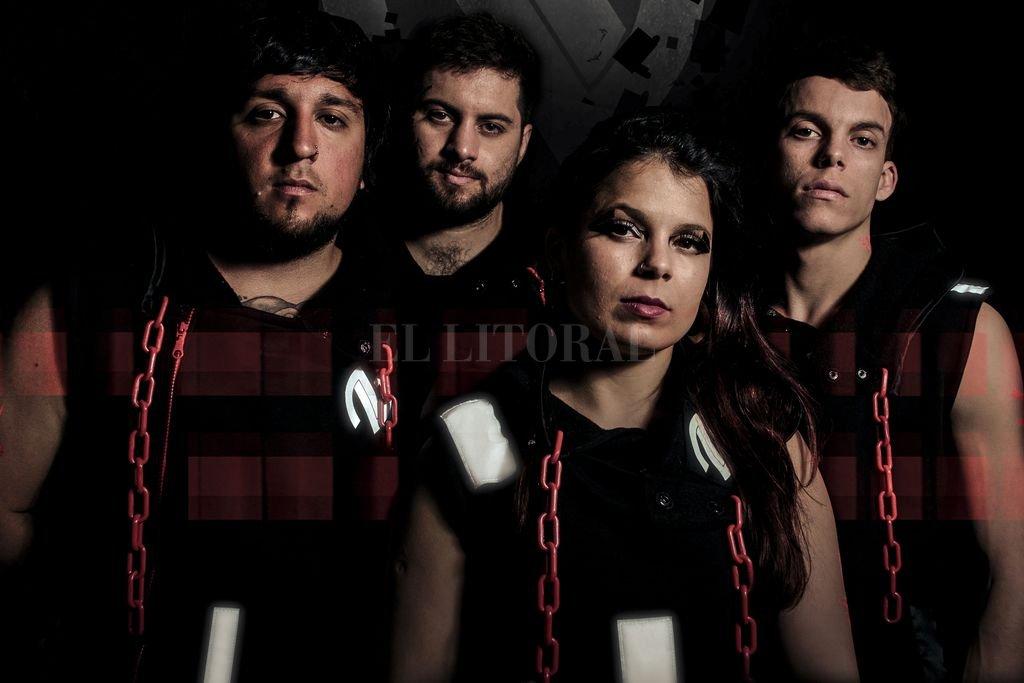 La fórmula: Pablo Menéndez (guitarra), Matías Allende (guitarra y coros), Irene Marchi (voz y bajo) y Emilio Marchi (batería). <strong>Foto:</strong> Gentileza Leonardo Martín