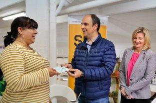 Entregan siete microcréditos para emprendedores locales