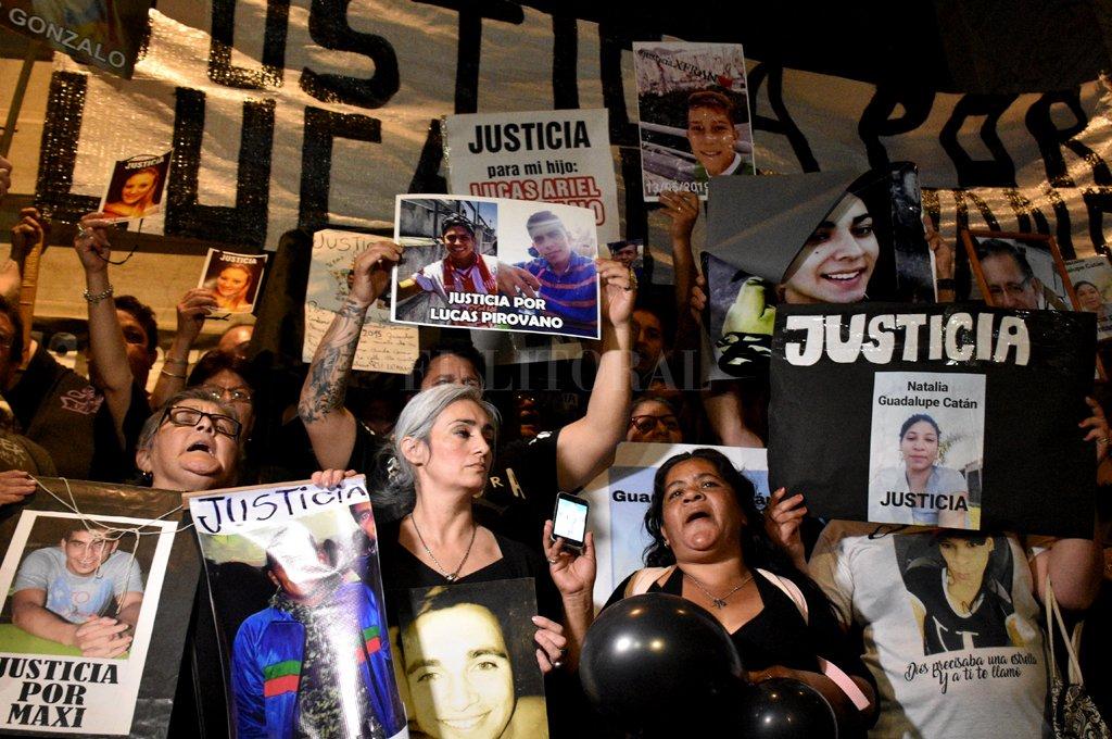 El registro gráfico es del 24 de septiembre: fue durante la marcha en reclamo de justicia por el asesinato de Maximiliano Olmos y de otras víctimas fatales que se cobró la inseguridad. <strong>Foto:</strong> Manuel Fabatía