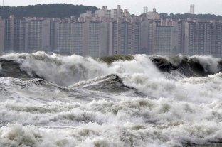 Un muerto y 300 vuelos cancelados por un fuerte tifón en Corea del Sur