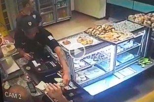 Insólito: mientras vecinos marchaban por inseguridad robaron una panadería a pocas cuadras