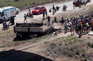 Tucumán: un camión cayó desde un puente y murieron dos personas