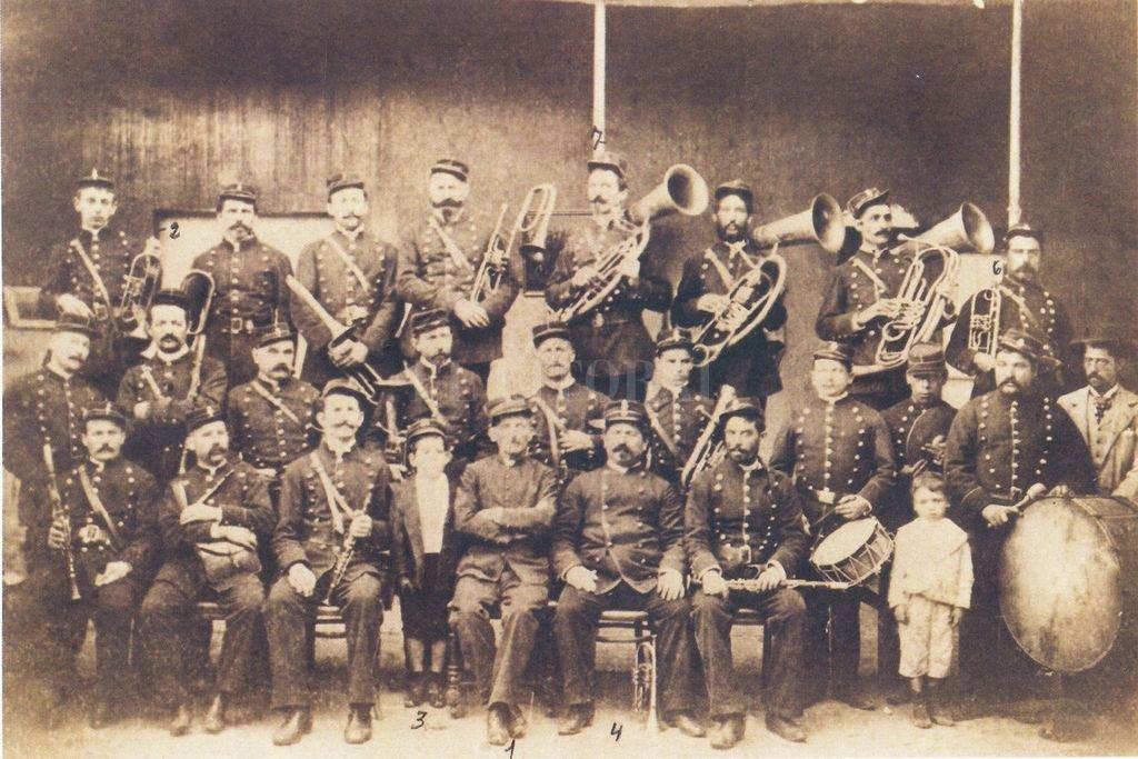 La Banda Sinfónica Policial de la provincia de Santa Fe fue creada el 15 de octubre de 1819 y es considerada el organismo musical más antiguo del país.  <strong>Foto:</strong> Gentileza producción