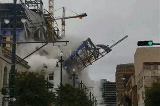 Estados Unidos: se derrumbó la fachada de un hotel y hay víctimas fatales