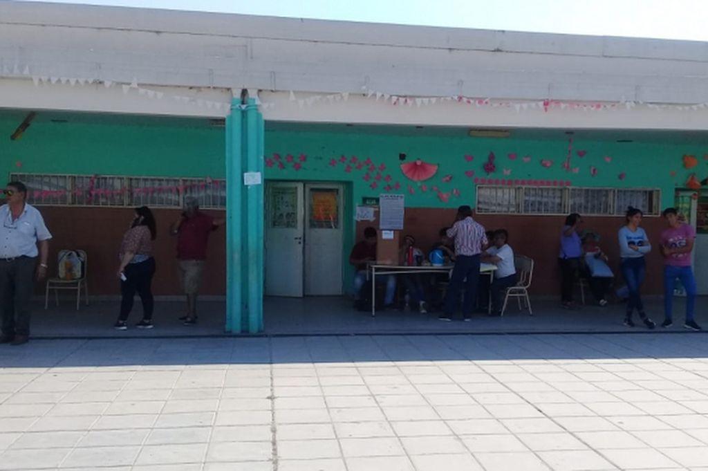 La escuela donde votaba el hombre Crédito: Gentileza