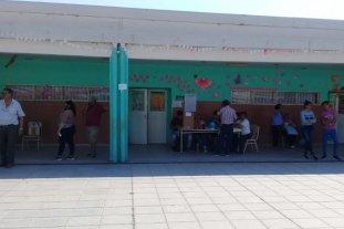 Un hombre de 72 años murió cuando estaba por votar Chaco - La escuela donde votaba el hombre -