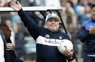 """Unión, a una semana de  jugar ante el """"boom Diego""""  - Diego Maradona, generador de la ilusión en la gente de Gimnasia, que espera el milagro del 10, algo que supo hacer —y muy bien— en sus tiempos de pantalones cortos y botines. -"""