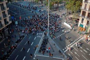 Cortes de calles, rutas y protestas en reacción a las condenas contra secesionistas catalanes